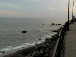 La passeggiata a mare al tramonto